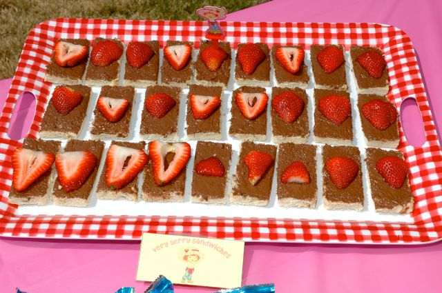 Berry Yummy Sandwiches (Nutella & strawberry)