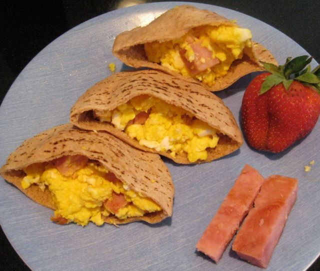 Stuff the eggs  ham filling into the pita pockets and enjoy!